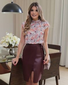 Lovely Ladies in Leather: January 2020 Skirt Outfits, Dress Skirt, Dress Up, Cute Outfits, Leather Dresses, Leather Skirt, Moda Chic, Church Outfits, Office Looks