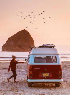 Huntington Beach California Surf and Fun Vw Camper, Volkswagen Bus, Volkswagen Beetles, Camper Life, Van Life, Adventure Awaits, Adventure Travel, Wolkswagen Van, Travel Photographie