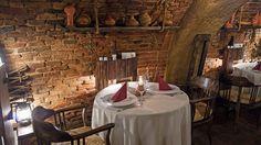 Brasov Designist 22 Traseu DESIGNIST de weekend: unde să mergi în Brașov! Romania, Table Settings, Design, Restaurants, Place Settings, Tablescapes