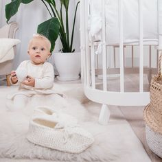 Zu jedem tweeto 7 in 1 Kinderbett SET dürfen natürlich die tweeto-Füße 👣 und Leichtlaufrollen nicht fehlen‼️ Bassinet, Kids Rugs, Bed, Shopping, Furniture, Home Decor, Kid Beds, Ad Home, Ideas