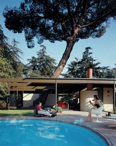 Case Study House #20 was designed in 1958 by architects Buff, Straub and Hensman. See more clicking on the picture.