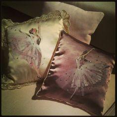 Cuscini pillow dipinti su stoffa pittura su stoffa for Cuscini dipinti