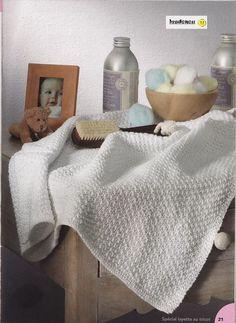 Handknitted Blanc Guimauve pompon bébé Couverture en 3 tailles différentes