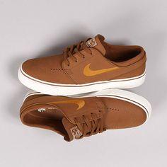 Nike SB Janoski Leather Brown Desert Ochre www. Brown Trainers, Brown Sneakers, Brown Nike Shoes, Nike Sb Shoes, Boys Shoes, Men's Shoes, Shoes Sneakers, Dress Shoes, Janoski Nike