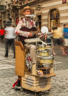 Street Performers will keep the kids entertained and provide a great atmosphere to the festival