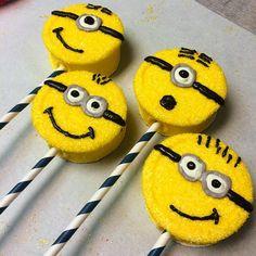 Despicable Me Minion Marshmallow Pops