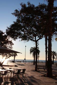 Barcelone, côté plage, tôt le matin   Catalonia
