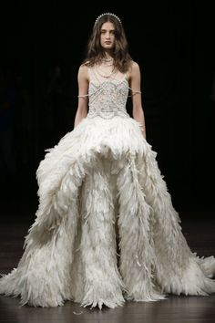 The new Naeem Khan wedding dresses have arrived! Take a look at what the latest Naeem Khan bridal collection has in store for newly engaged brides. 2018 Wedding Dresses Trends, Naeem Khan Wedding Dresses, Naeem Khan Bridal, Bohemian Wedding Dresses, New Wedding Dresses, Bridal Dresses, Gown Wedding, Bridal Collection, Dress Collection