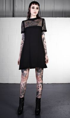 Top Gothic Fashion Tips To Keep You In Style. As trends change, and you age, be willing to alter your style so that you can always look your best. Consistently using good gothic fashion sense can help Gothic Outfits, Edgy Outfits, Cute Outfits, Fashion Outfits, Dark Fashion, Grunge Fashion, Gothic Fashion, Grunge Style, Soft Grunge