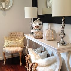 23 amazing ways to style your console table with fall decor - Home Page Fall Home Decor, Autumn Home, Diy Autumn, Fall Living Room, Living Room Decor, Fall Bedroom, Halloween Chic, Halloween Ideas, Ideas Hogar