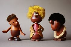 Danish teak figurines (left and right by Hans Bolling). Via super ninon.