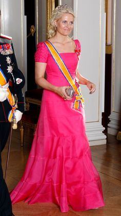 Mette Marit in pink with Ametysht tiara, formal dinner at the castle for Queen Beatrix of the Netherlands, june 2010.