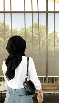 Modest Fashion Hijab, Modern Hijab Fashion, Muslim Women Fashion, Casual Hijab Outfit, Hijab Fashion Inspiration, Ootd Hijab, Women's Fashion, Ootd Poses, Mein Style