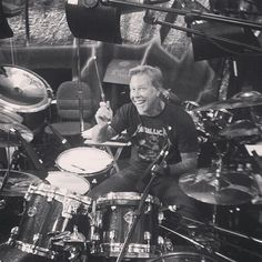 """James Hetfield: """"there aren't enough drums!"""""""