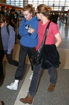 Vanessa+Paradis+Kids+Departing+Flight+LAX+F97KDieYP2zl.jpg (395×600)