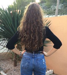 well my hair is kinda like this but shorter and uglier but idk how to make my ha… – wavy hair Curled Hairstyles, Pretty Hairstyles, Easy Hairstyles, Long Curly Haircuts, Wedding Hairstyles, Natural Hair Styles, Short Hair Styles, Natural Wavy Hair, Hair Looks