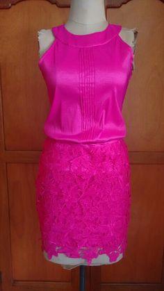 Falda de encaje y blusa en tafeta