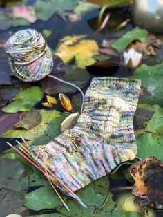 Ard Buffet, Knitting Projects, Socks, Corona, Crew Socks, Wrist Warmers, Knit Patterns, Crafting, Sock