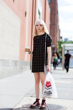 Outfit designer, looks com oxford, indie outfits, outfits for teens, cool o The Sartorialist, Indie Outfits, Outfits For Teens, Summer Outfits, Outfit Designer, Estilo Grunge, Fashion Moda, Look Fashion, Dr. Martens