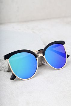 Greet every sunny day with the Song and Glance Black and Blue Mirrored Cat-Eye Sunglasses! These glamorous black and gold cat-eye sunglasses have blue mirrored lenses.