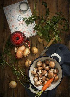 Preparando el acompañamiento de un exquisito Boeuf Bourgignon. Cebollitas glaseadas y champiñones estilo Julia Child