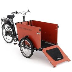 The electric Babboe Dog cargo bike has been specially designed to ride together with your dog in the box. With the Dog-E, you will easily go 40 to 60 km/h! Christiania Bike, Bicycle Race, Motorcycle Bike, Dog Bike Basket, Electric Cargo Bike, Velo Cargo, Biking With Dog, Bicycle Wedding, Adult Tricycle