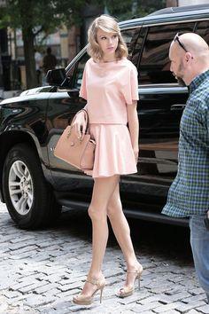 Descubra como usar os tons de rosa blush e nude.