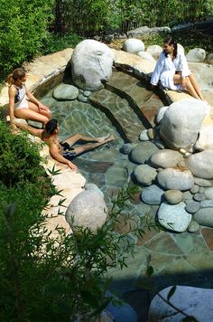 Invigorating garden design with a small stone plunge pool To be able to have a great Modern Garden Decoration, it's … Backyard Patio, Backyard Landscaping, Landscaping Ideas, Backyard Ideas, Pavers Patio, Backyard Playground, Patio Roof, Pergola Ideas, Patio Ideas