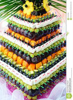 Pyramide Avec Des Fruits Frais Sur Le Banquet De Mariage - Télécharger parmi plus de 49 Millions des photos, d'images, des vecteurs et . Inscrivez-vous GRATUITEMENT aujourd'hui. Image: 57527694