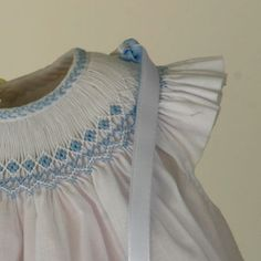 So delicate and pretty! Smocking Plates, Smocking Patterns, Punto Smok, Baby Dress Design, Smocks, Feather Stitch, Heirloom Sewing, Smock Dress, Sewing Notions