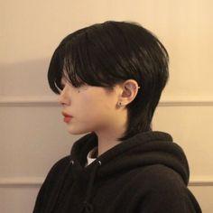 Short Hair Tomboy, Girl Short Hair, Short Hair Cuts, Edgy Hair, Mullet Hairstyle, Korean Boy Hairstyle, Korean Short Hair, Tomboy Hairstyles, Shot Hair Styles