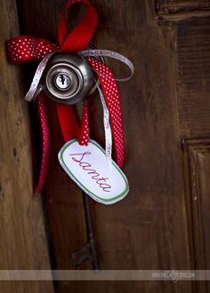 Santa's Key!  So.....what do you do if you DON'T have a chimney?  Problem solved!  www.thedatingdivas.com