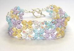 Beautiful! Beaded by BusybeeBeading. Free Easy Crystal Bracelet pattern here: http://www.aroundthebeadingtable.com/Tutorials/EasyCrystal.html
