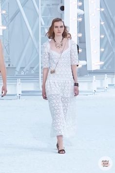 White Long Dress with Half Long Sleeves. Spring Summer 2021 Ready-to-Wear Collection.Runway Show by Chanel. Summer Fashion Trends, Spring Summer Fashion, Runway Fashion, Trendy Fashion, Haute Couture Dresses, Everyday Dresses, Summer Outfits Women, Occasion Dresses, Lace Dress