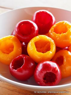 papryka-czeresniowa-nadziewana-feta-z-ziolami-w-oleju Appetisers, Appetizer Recipes, Feta, Food And Drink, Peach, Candy, Fruit, Starter Recipes, Peaches
