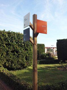 VISLUM señalética Escuela Pere Vergés
