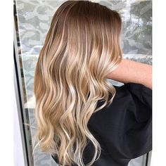 Color Melting & Balayage 👏🏼 Color by Mallery at @simplicitysalon  #hair #hairenvy #hairstyles #haircolor #blonde #balayage #colormelt #highlights #newandnow #inspiration #maneinterest