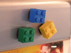 DIY home accessories inspired by Lego dice - Little Piece Of Me Legos, How To Make Magnets, Lego Wall, Diy Home Accessories, Crafts For Kids, Diy Crafts, Beaded Crafts, Lego Room, Dollar Stores
