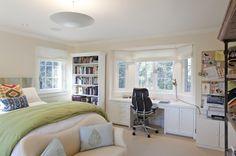 A custom built-in desk in the bay window - Traditional Bedroom by Matarozzi Pelsinger Builders Bay Window Bedroom, Window Desk, Bedroom Windows, Bay Windows, Window Seats, Bay Window Decor, Large Windows, Bedroom Workspace, Home Office Bedroom
