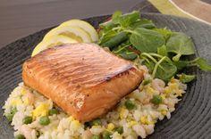 Hummm... Que tal um salmão para o almoço desta quarta-feira? Edu Guedes te passa a receita ; ) http://r7.com/71Xn