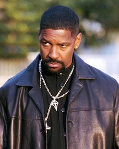 In 2001 Denzel Washington took on the role of Alonzo Harris, the most crooked cop you've ever had the displeasure of meeting. Washington went on to win an Oscar for his terrifying character, but we all know that his beard is what really made him a badass.