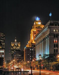 #Milwaukee with the old and familiar Gas Co. flame, indicating the weather..  When the flame is red, it's warm weather ahead! When the flame is gold, watch out for cold! When the flame is blue, there's no change in view! When there's a flickering flame, expect snow or rain!