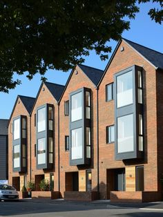 architects is an award winning, design led architectural practice based in Winchester, Hampshire. Concept Architecture, Residential Architecture, Architecture Details, Modern Architecture, Building Facade, Building Design, Habitat Groupé, Casa Patio, Townhouse Designs