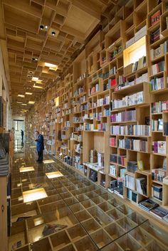 Display Design integrated into architecture! Mexican firm Taller has renovated a library inside an eighteenth-century building in Mexico City, adding a bookshop with hundreds of wooden boxes on its walls, its ceilings, and under its glass floor City Library, Library Design, Bookstore Design, Modern Library, Interior Architecture, Interior And Exterior, Amazing Architecture, Plan Maestro, Library Bookshelves