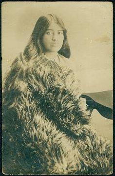 Maori woman in Kiwi coat.