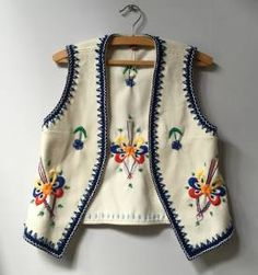 This post was discovered by Ser Can. Discover (and save!) your own Posts on Unirazi. Jacket Style Kurti, Kurti With Jeans, Boho Fashion, Fashion Dresses, Amarillis, Moda Boho, Dress Indian Style, Estilo Boho, Diy Embroidery