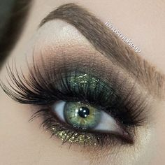 mossy green smokey eye with a touch of glitter <3