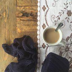 Aquí, arreglando el mundo con café y ganchillo #crochetTherapy ¿sabéis esas amigas que no ves nunca y que cuando lo haces todo encaja? ¿Esas que te hacen dormir bien porque sabes que están ahí? Pues con una de esas hoy nos hemos regalado la vida de nuevo. No me faltes nunca @nukita #mysister #arreglarelmundo #coffee #crochet http://paseandohilos.blogspot.com.es