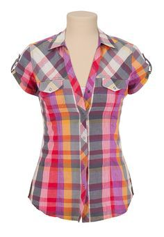 Do: These plaid button up shirts with the straps that button on the sleeves are absolutely amazing looking on a woman. Pair these with a nice pair of jeans. Kurta Designs, Blouse Designs, Beautiful Casual Dresses, Sewing Blouses, Blouse And Skirt, Blouse Styles, Types Of Fashion Styles, African Fashion, Fashion Outfits