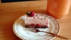 Fotorecept: Nepečená smotanová OREO torta s jahodami a čokoládou Oreos, Cheesecake, Pudding, Desserts, Food, Tailgate Desserts, Deserts, Cheesecakes, Custard Pudding